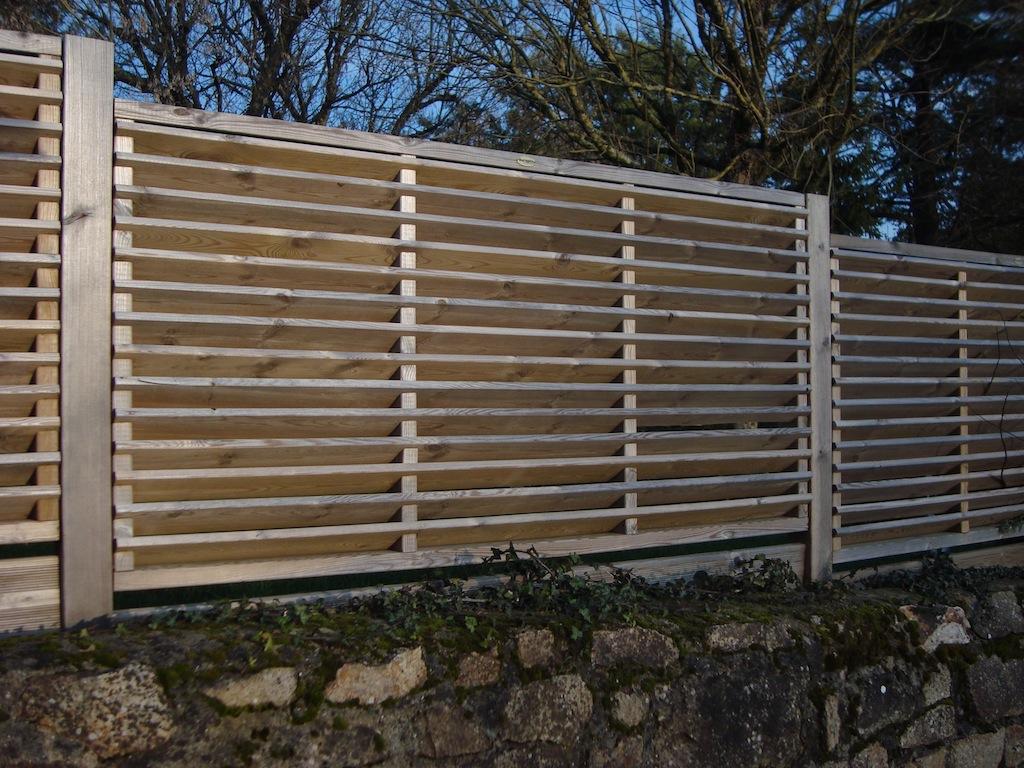 Ma cloture bois toute de branches faites - Mur de cloture en bois ...