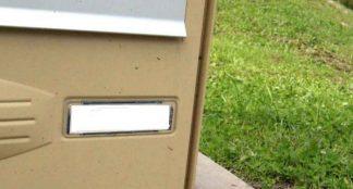 Une plaque boite aux lettres résistante